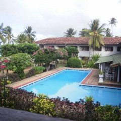 Отель Sunils Beach Hotel Colombo Шри-Ланка, Хиккадува - отзывы, цены и фото номеров - забронировать отель Sunils Beach Hotel Colombo онлайн бассейн фото 2