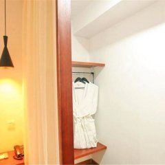 Dalian Xizhai Hotel сейф в номере
