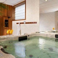 Отель Four Points by Sheraton Toronto Lakeshore Канада, Торонто - отзывы, цены и фото номеров - забронировать отель Four Points by Sheraton Toronto Lakeshore онлайн бассейн