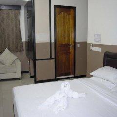 Отель Ashaz Inn сейф в номере