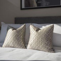 Отель Posh 2BR Westminster Suites by Sonder Великобритания, Лондон - отзывы, цены и фото номеров - забронировать отель Posh 2BR Westminster Suites by Sonder онлайн сейф в номере