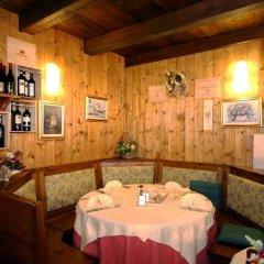 Hotel Lion Noir Грессан гостиничный бар