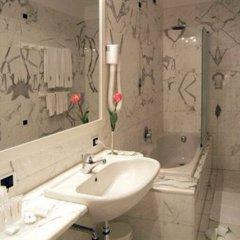 Отель Hostellerie Du Cheval Blanc Аоста ванная