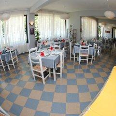 Отель ALER Holiday Inn Албания, Саранда - отзывы, цены и фото номеров - забронировать отель ALER Holiday Inn онлайн питание фото 3