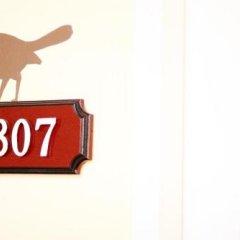 Отель Feung Nakorn Balcony Rooms and Cafe Бангкок интерьер отеля