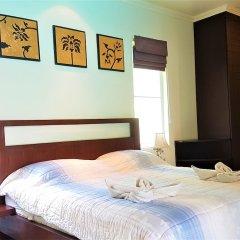 Отель Karon Beach Walk Villa сейф в номере