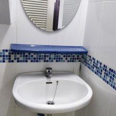 R One 24 7 Hostel Бангкок ванная фото 2