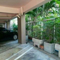 Отель Le Vanvarothai Saladaeng Residence Бангкок парковка
