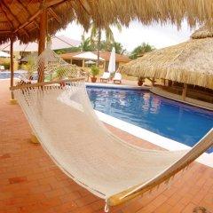 Hotel Plaza Tucanes бассейн