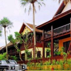 Отель Cafe de Laos Inn парковка
