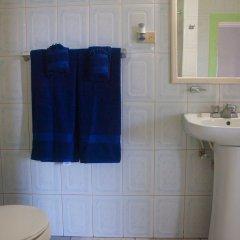 Отель Caribic House Hotel Ямайка, Монтего-Бей - отзывы, цены и фото номеров - забронировать отель Caribic House Hotel онлайн ванная