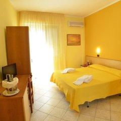 Hotel Excelsior сейф в номере