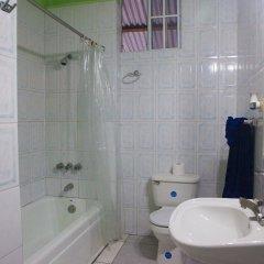 Отель Caribic House Hotel Ямайка, Монтего-Бей - отзывы, цены и фото номеров - забронировать отель Caribic House Hotel онлайн ванная фото 2