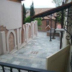 Отель Aleksandre Guest House Грузия, Тбилиси - отзывы, цены и фото номеров - забронировать отель Aleksandre Guest House онлайн балкон