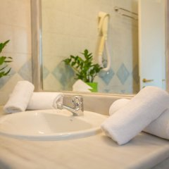 Marina Hotel Athens Афины ванная