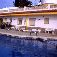 Отель Apartamentos Famara Испания, Льорет-де-Мар - отзывы, цены и фото номеров - забронировать отель Apartamentos Famara онлайн бассейн