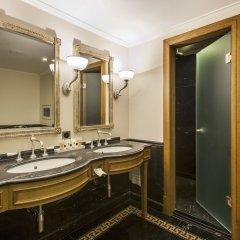 Grand Hotel Les Trois Rois ванная фото 2