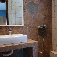 Отель Gyalos Beach Front Aparthotel Греция, Ситония - отзывы, цены и фото номеров - забронировать отель Gyalos Beach Front Aparthotel онлайн ванная