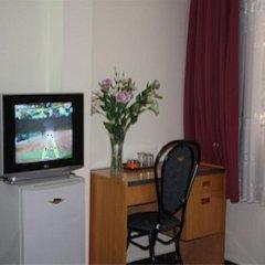 Отель OYO Hoang Linh Hotel Вьетнам, Хошимин - отзывы, цены и фото номеров - забронировать отель OYO Hoang Linh Hotel онлайн удобства в номере фото 2