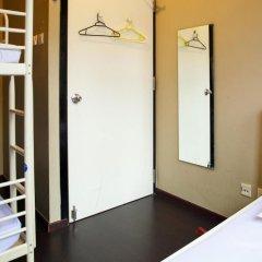 Отель Beds & Dreams Inn @ Clarke Quay сейф в номере