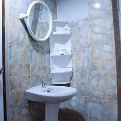 Отель The Little Mermaid Guesthouse & Restaurant ванная фото 2
