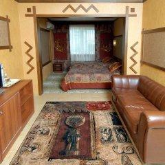 Гостиница La Vie de Chateau в Оренбурге 1 отзыв об отеле, цены и фото номеров - забронировать гостиницу La Vie de Chateau онлайн Оренбург комната для гостей фото 5