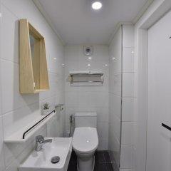 Отель Mono House Hongdae 5 Южная Корея, Сеул - отзывы, цены и фото номеров - забронировать отель Mono House Hongdae 5 онлайн ванная фото 2