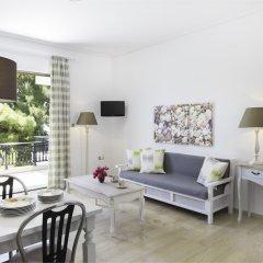 Отель Douka Seafront Residences комната для гостей фото 2