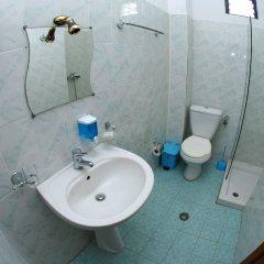 Отель ALER Holiday Inn Албания, Саранда - отзывы, цены и фото номеров - забронировать отель ALER Holiday Inn онлайн ванная фото 2