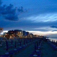 Hotel Ambasciatori Римини пляж фото 2
