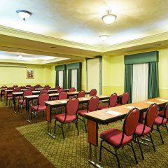 Отель La Quinta Inn & Suites Covington