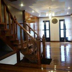 Отель The Royal ThaTien Village интерьер отеля