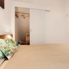 Отель Alfama Friends Home Gonzalos Home сейф в номере