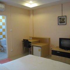Апартаменты C.S. Poonpol Apartment удобства в номере