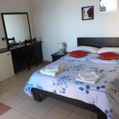 Отель Blue Dream сейф в номере