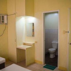 Отель Ponce Suites Gallery Hotel Филиппины, Давао - отзывы, цены и фото номеров - забронировать отель Ponce Suites Gallery Hotel онлайн ванная