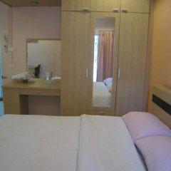 Апартаменты C.S. Poonpol Apartment комната для гостей фото 3