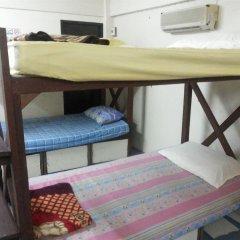 Отель Samsen 6 Guesthouse Бангкок удобства в номере фото 2