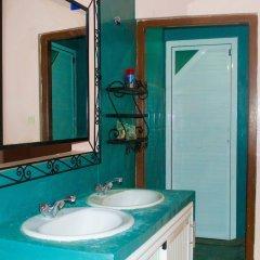 Отель Auberge De Jeunesse Ouarzazate - Hostel Марокко, Уарзазат - отзывы, цены и фото номеров - забронировать отель Auberge De Jeunesse Ouarzazate - Hostel онлайн ванная