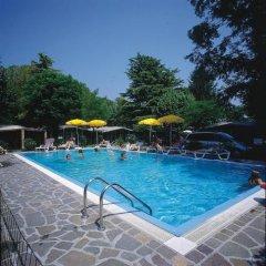 Отель Camping Garden Tourist Манерба-дель-Гарда бассейн фото 3