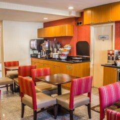 Отель Comfort Inn JFK Airport США, Нью-Йорк - 1 отзыв об отеле, цены и фото номеров - забронировать отель Comfort Inn JFK Airport онлайн питание