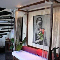 Отель Room Club The Bed Suite комната для гостей
