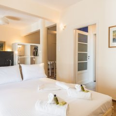 Отель Bright Loft in Hilton Area комната для гостей