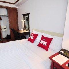 Отель Silom City сейф в номере