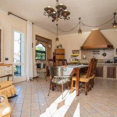 Отель Deluxe Apartment in Villa Pantarei Италия, Поццалло - отзывы, цены и фото номеров - забронировать отель Deluxe Apartment in Villa Pantarei онлайн комната для гостей фото 5