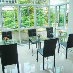 Отель Riski residence Bangkok-noi Таиланд, Бангкок - 1 отзыв об отеле, цены и фото номеров - забронировать отель Riski residence Bangkok-noi онлайн гостиничный бар