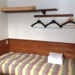 Отель Pension Starlight Azumi Хакуба сейф в номере