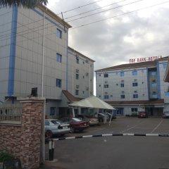 Отель Top Rank Hotel Galaxy Enugu Нигерия, Энугу - отзывы, цены и фото номеров - забронировать отель Top Rank Hotel Galaxy Enugu онлайн парковка