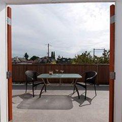 Отель Commercial Drive Accommodations Канада, Ванкувер - отзывы, цены и фото номеров - забронировать отель Commercial Drive Accommodations онлайн балкон