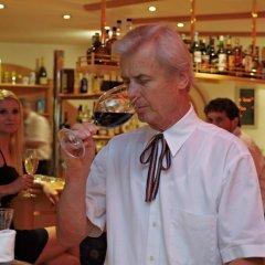 Отель Wellnesshotel Glanzhof Марленго гостиничный бар